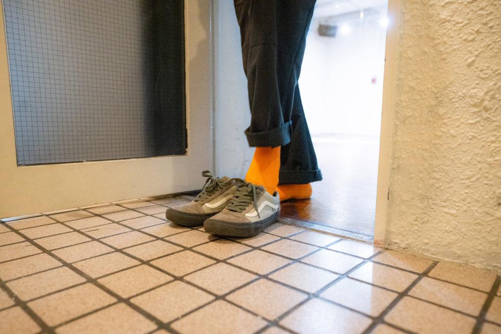 7_靴脱ぐ